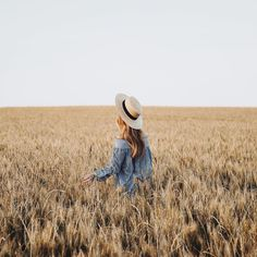 Fields of gold Senior Pictures, Cute Pictures, Beautiful Pictures, Portrait Photography, Travel Photography, Lifestyle Photography, Glenda, Foto Portrait, Foto Casual