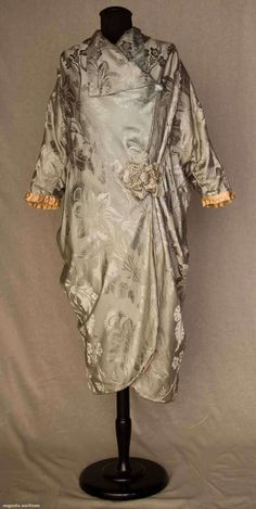 1910 coat via Augusta Auctions Jeanne Lanvin, Vintage Glamour, Vintage Beauty, Belle Epoque, Edwardian Fashion, Vintage Fashion, Edwardian Style, Corsage, Vintage Dresses