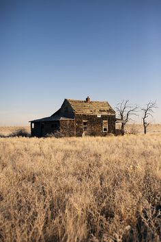 Setting: On page 85,  Alvarez describes a little yellow house that was run down and old. Latter we learn that this was the house of Papá's other family lives there. This is a little place on the edge of their property that she never knew existed.