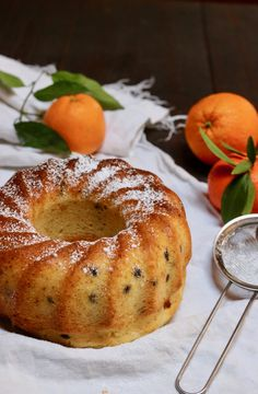 ciambella allo yogurt e gocce di cioccolato - creando si impara Vegan Cake, Vegan Desserts, Orange Dessert, Vegan Gains, Biscotti Cookies, Happy Foods, Almond Cakes, Italian Recipes, Sweet Recipes