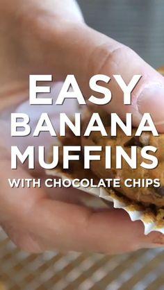Easy Banana Muffins with Chocolate Chips – Videolu Tarif – Leziz Yemek Tarifleri – Videolu Yemek Tarifleri – Pratik Yemek Tarifleri Dessert Drinks, Fun Desserts, Delicious Desserts, Dessert Recipes, Yummy Food, Desserts With Chocolate Chips, Chocolate Chip Muffins, Bread Cake, Banana Recipes