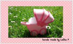petit landau en mousse (goma ev, foami...) pour contenir les dragées de bâptème, naissance, anniversaire, visible sur http://www.alittlemarket.com/boutique/lalita-39464.html