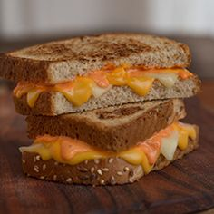 This zesty, cheesy toasted sandwich is made with sriracha mixed with Hellmann's Mayonnaise, American cheese and white cheddar cheese. Lunch Box Recipes, Burger Recipes, Recipes Dinner, I Love Food, Good Food, Yummy Food, Delicious Meals, Grilled Cheese Recipes, Food Obsession