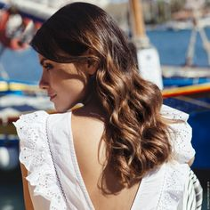 Indian Sun is the strategic art of contouring your hair with a sunkissed effect that sculpts your face. Each woman has her own Indian Sun - discover yours. Reverse Balayage, Franck Provost, Hair Contouring, Hair Inspiration, Hair Cuts, Hair Color, Indian, Sun, Long Hair Styles