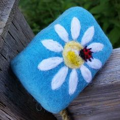Another great fwlted soap from scentandsensibilityinc #handcrafted #handmade #madeincanada #madefromscratch #coldprocesssoap #feltedprojects #feltedsoap #merinowool #ladybug #ladybird #daisy #slsfree #crueltyfree #parabenfree #chemicalfree #jolenesing #soapshare #hscgmaker #artisansoaps