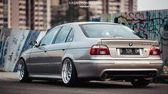 BMW (E39) 528i