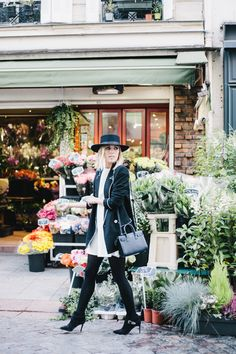 Paris Flower Damsel in Dior Black hat Autumn Street Style, Winter Style, Autumn Winter Fashion, Autumn Fashion, Ysl Handbags, Black Handbags, St Laurent, Finders Keepers, Parisian