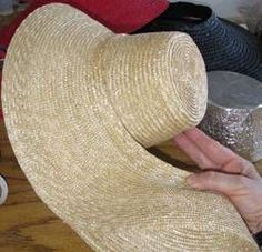 How to turn a modern straw hat into a Natural Form Era daytime hat or bonnet -- Hopefully I won't have to go to this trouble. But pinning it just in case. Historical Costume, Historical Clothing, Diy Hat, Diy Straw Hat, Straw Hats, War Bonnet, Victorian Hats, Hat Tutorial, Retro Mode