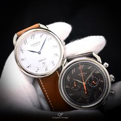 Which do you like best? The Hermès Arceau TGM (left) or the Hermès Arceau Chrono? The Arceau is Hermès' most classic design, and is unisex! Henri d'Origny's design for the case dates back to 1978, and isn't changed all that much! The fun thing about this dial is that the index numbers are slightly rotated away from the centre, giving it quirky and stylish feature! Classic, yet contemporary. #watchoftheday #qpexclusievehorloges #hermes #hermesparis