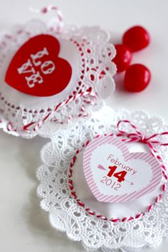 valentine gift packaging: doily pockets- even non sewers can do this!