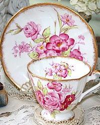 Vintage English Roslyn Sunningdale Pink Roses Tea Cup-gilt, gold, floral,china, bone,porcelain, tea, saucer,cup,mother, daughter, granddaughter, friend, gift,earl grey, elegant,luxury