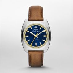 HERITAGE - SEA DRAGON ZODIAC's most recent update of the celebrated Sea Dragon collection combines timeless inspiration and modern design elements. In dark brown leather and stainless steel with blue and cream dial accents, this rendition makes a classic-yet-modern statement.