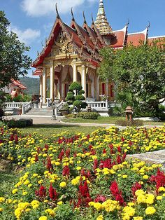 Wat Chalong, Phuket, Thailand - for more tips and the chance to WIN a free Hilton stay visit the blog: http://www.ytravelblog.com/things-to-do-in-phuket/
