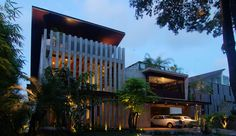 These architecturally stunning Sentosa Cove Houses unite to produce clean simplified modern tropical architecture design.