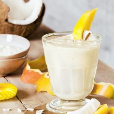 This Delicious Coconut Smoothie Reduces Belly Fat Like Crazy