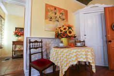 Fredericksburg Texas Bed and Breakfast, your Luxury TX Hill County B&B at Absolute Charm Bed and Breakfast Reservation Service - Lincoln Street Inn - Bell's Suite Main Page