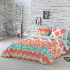 Funda Nórdica SAFRI Naturals. Llena tu habitación de color y buenas vibraciones con este nuevo diseño formado por cenefas en tonos coral, que contrastan con tonalidades en verde.