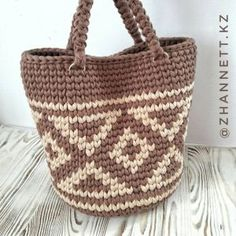Crotchet Bags, Knitted Bags, Crochet Handbags, Crochet Purses, Crochet Wallet, Tapestry Crochet Patterns, Yarn Bag, Diy Tote Bag, Tapestry Bag