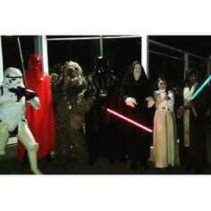 Muito legal .  #jedis #starwars #swcosplay #sw #leaprincess #princesalea #Lea #trooper #stormtrooper #darthvader #imperador #sabredeluz #chubaca #sith #sithlord #lordsith  #job #sabadoanoite