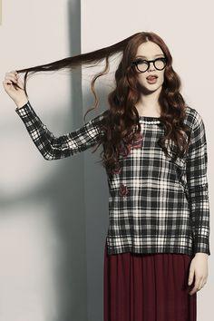 PEPITA EASYWEAR F/W 2014-15: Maglia misto viscosa e lana stampa tartan. Dettaglio rose stampate e fili di perle applicate sullo scollo http://shop.pepitastyle.com/brands/easywear/elise-maxi-maglia.html#.VCF32uegOOg Gonna lunga http://shop.pepitastyle.com/brands/easywear/elisabeth-gonna.html#.VCF38-egOOg #pepita #easywear #fallwinter #fashion #stylish #wearwhatyouare #tartan #perle #rose