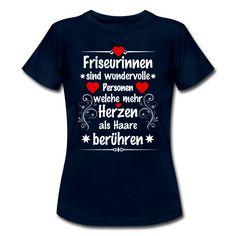 #Friseurinnen sind wundervolle #Personen welche mehr #Herzen als #Haare berühren. Tolles #Design und cooler #Spruch auf dem blauen #T-Shirt. EINFACH HIER KLICKEN!