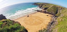 Environmental Artist Tony Plant Transforms the Beaches of England into Swirling Canvases Art Plage, Sand Drawing, Small Garden Tools, Different Kinds Of Art, Colossal Art, 3d Studio, Sand Art, Beach Art, Art Boards