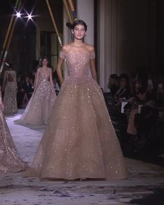 Zuhair Murad Look Spring Summer 2018 Couture Collection Gorgeous Embroidered Sand Rose Off Shoulder Evening Dress / Ball Gown. Couture Spring Summer 2018 Collection Runway by Zuhair Murad Couture Dresses, Fashion Dresses, Haute Couture Gowns, Couture Wedding Gowns, Dress Outfits, Elegant Dresses, Pretty Dresses, Ball Dresses, Ball Gowns