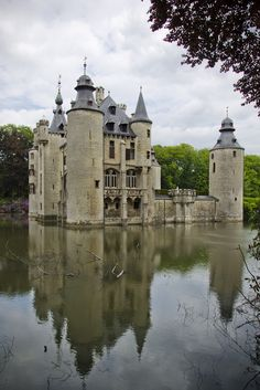 Kasteel de Borrekens / Belgium (by What's Around).They built a moated castle near the Antwerp-Turnhout road, part of the trade route to Cologne.