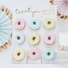Treat Yourself Pastel Donut Wall Party Decoration//Doughnut. A Novel Party display for Birthdays, Baby Showers, Weddings or any celebration. Our 'Treat Yourself Donut Wall' is a wall of absolute dreams! Donut Bar, Doughnut Stand, Party Desserts, Party Cakes, Party Sweets, Dessert Table, A Table, Dessert Stand, Murs Pastel