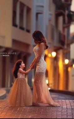Anne kız inci işlemeli tül abiye elbise