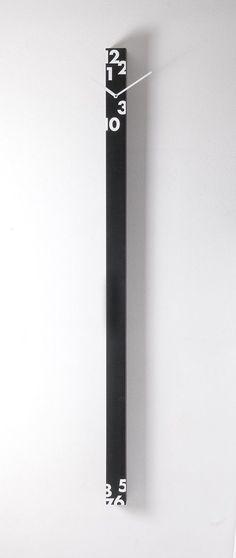 'iltempostringe' vertical wall clock by Progetti is great for narrow spaces Clock Art, Diy Clock, Clock Decor, French Clock, Outdoor Clock, Wall Watch, Cool Clocks, Wall Clock Design, Creative Walls