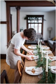 Setting the Christmas table for dinner #CKCrackingChristmas
