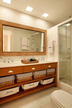 Bathroom Design Decor, Bathroom Styling, Shabby Chic Bathroom, Bathroom Design Trends, Bathroom Shelf Decor, Bathroom Plans, Upcycled Home Decor, Bathrooms Remodel, Farmhouse Bathroom Decor