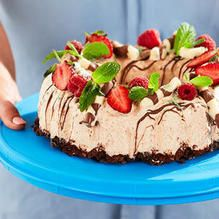 Oh doesn't this look Yummy! No Bake Desserts, Delicious Desserts, Chocolate Ripple Biscuits, Peppermint Crisp, Microwave Dishes, Creamed Eggs, Egg Whisk, Looks Yummy, Serving Plates