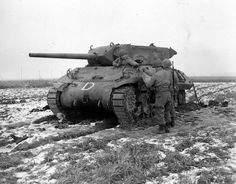 Battle of the Bulge Ww2 Pictures, Ww2 Photos, Photos Du, M10 Wolverine, M10 Tank Destroyer, Ww2 History, Ww2 Tanks, Battle Tank, World Of Tanks