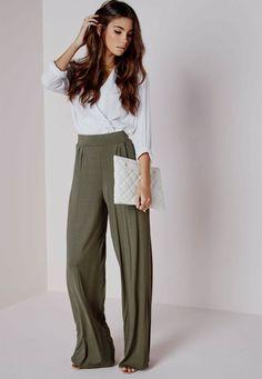 http://www.accentsconagua.com/wp-content/uploads/2017/12/photos-tailleur-pantalon-fluide-femme-mariage-tendance-chic-pour-vous-le-tailleur-pantalon-femme-archzine-fr.jpg