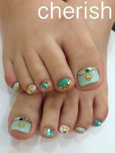 Toe nail art design ideas for summer with jewel accents Pretty Pedicures, Pretty Toe Nails, Pedicure Nail Art, Toe Nail Art, Summer Toe Designs, Junk Nails, Indian Nails, Strong Nails, Feet Nails