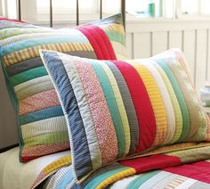 striped quilt and pillows by aurora Handmade Pillows, Decorative Pillows, Quilting Projects, Sewing Projects, Patchwork Cushion, Patchwork Quilting, Striped Quilt, Sewing Pillows, Fabric Scraps