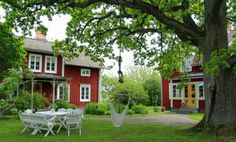 Bed & Breakfast i Heby. Swedish Cottage, Red Cottage, Red Houses, Old Farm Houses, Sweden House, This Old House, House In Nature, English House, Scandinavian Home