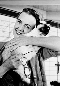 bridiequilty:    Mary Astor and cat, in her Malibu home, 1960