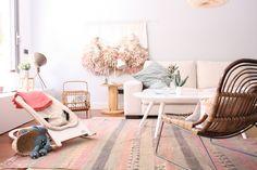 Soft female colours in living room Casa Color Pastel, Ideas Prácticas, Pastel House, My Dream Home, Floor Chair, Minimalism, Colours, Living Room, Live