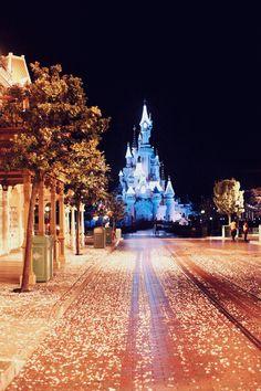 The Cherry Blossom Girl - Disneyland Paris Christmas Parade Backstage 23