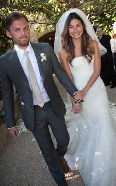 Lily Aldridge Wedding Dress - The gorgeous Victoria's Secret model also agreed to marry three years ago. In his heart, Kings of Leon frontman Caleb Followill was kidnapped. The wedding was held in California with the family circle. Lily is a planned wedding dresses queen, so Vera Wang provided a dark gray Gucci suit of choice for the big day.