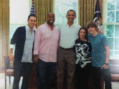 Rare picture of Justin Bieber, Pattie, Scooter & Kenny with President Barack Obama - 2010