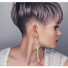 Pixie haircut is really appealing and perfect idea for ladies who want to change their looks completely. So today I will show you the latest pixie haircut. Shaved Side Hairstyles, Pixie Hairstyles, Pixie Haircut, Brown Hairstyles, Cut My Hair, Hair Cuts, Corte Y Color, Haircut And Color, Pastel Hair