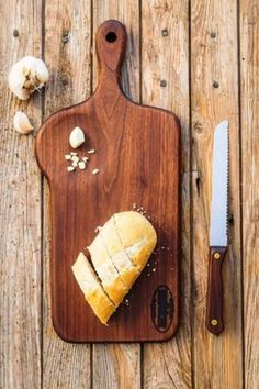 Mimi's Tea Party - Walnut or Maple Cutting and Serving Board Diy Cutting Board, Wood Cutting Boards, Küchen Design, Wood Design, Woodworking Projects Plans, Diy Woodworking, Wooden Cheese Board, Wood Chopping Board, Kitchen Board