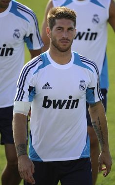 Note to all y'all that don't quite get why i voluntarily watch soccer: Sergio Ramos