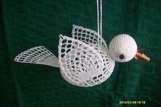 madár 1Leírással Crochet Bird Patterns, Crochet Birds, Easter Crochet, Thread Crochet, Crochet Christmas Ornaments, Crochet Snowflakes, Christmas Crafts, Free Crochet Bag, Cute Crochet