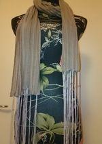 schöner Schal/Tuch in grau