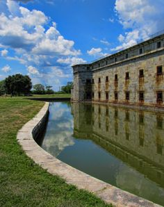 Discover Fort Delaware, a Civil War fortress in Northern Delaware.
